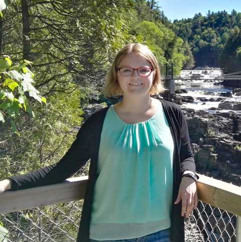 Mitarbeiterin Beatrix Porth am Canyon Sainte-Anne in Quebeck