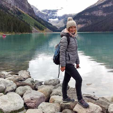 Mitarbeiterin Cindy Heider Am Lake Louise in Alberta