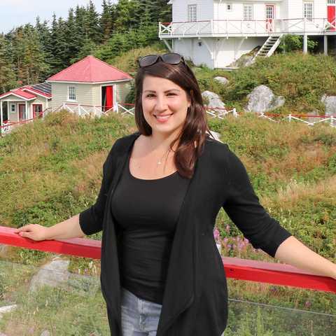 Sarina vor dem Leuchtturm Pot a L'Eau de Vie