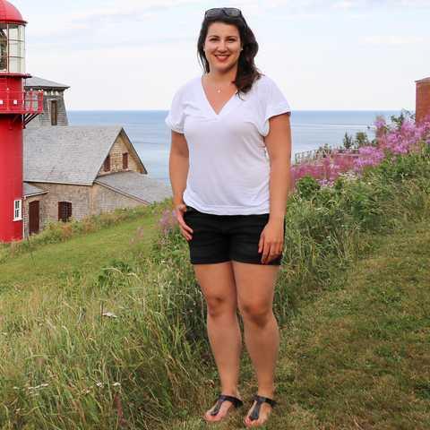 Sarina vor dem Lighthouse Pointe-aÌ€-la-Renommée
