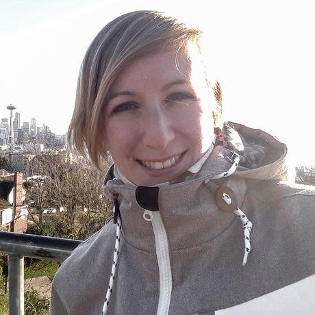 Cindy an einem Aussichtspunkt in Seattle
