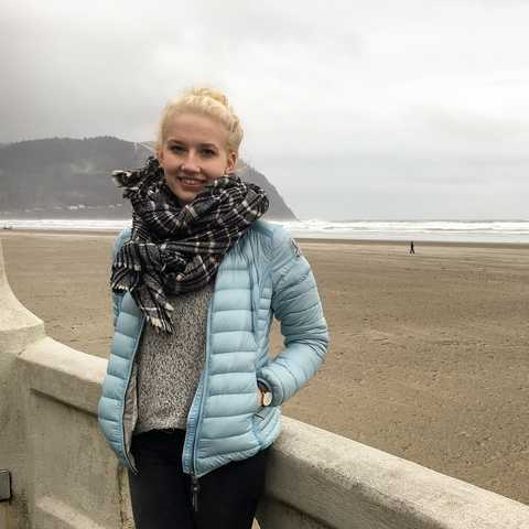 Mitarbeiterin Clara am Strand von Seaside, Oregon