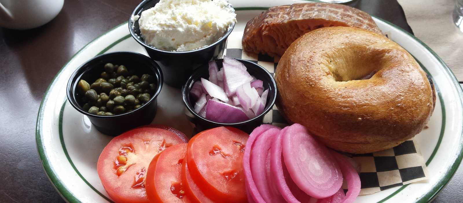 Frühstück in der Doug Fir Lounge, Portland, Oregon