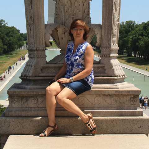 Mitarbeiterin Irene am Lincoln Memorial in Washington D.C.