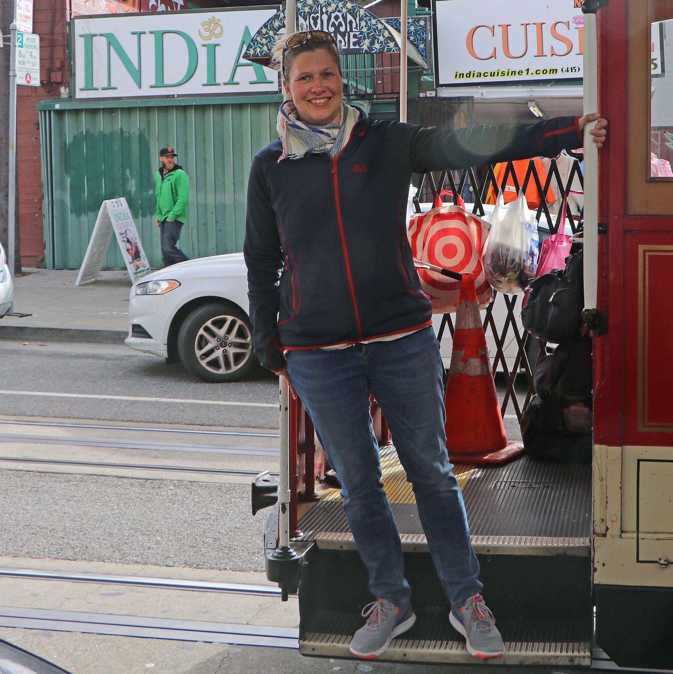 Kathrin in einer Straßenbahn in San Francisco