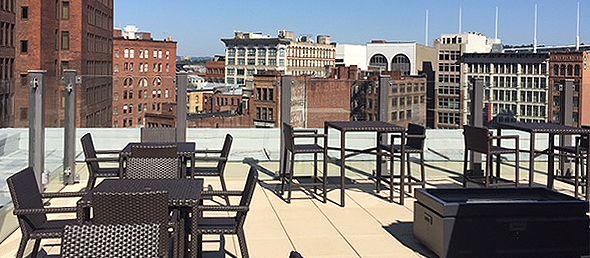 Rooftop Bar im Drury Plaza Hotel