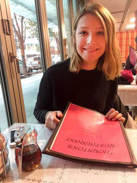 Mitarbeiterin Lena im Thornton's Restaurant in Boston