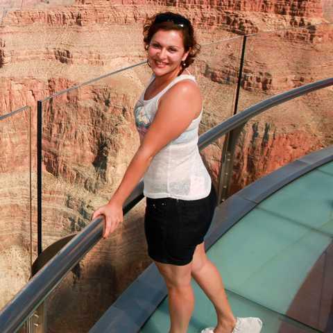Monika auf dem Skywalk im Grand Canyon