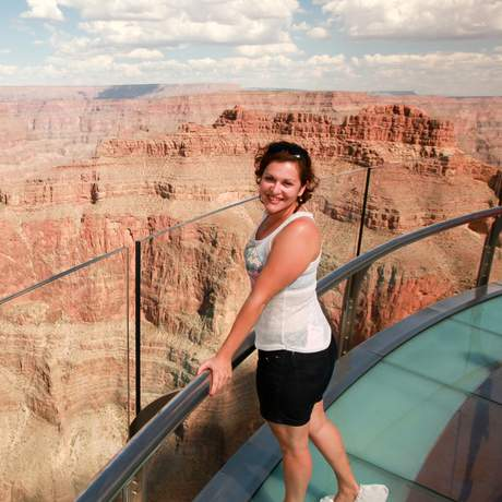 Monika auf dem Skywalk im Grand Canyon