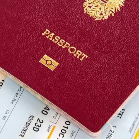 Reisepass und Flugtickets