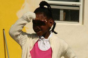 Mädchen auf den BahamasEin Mädchen vor einem Haus auf den Bahamas