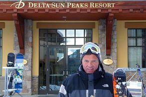 Vor dem Delta Sun Peaks Resort