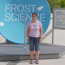 Carmen Sorg vor dem Patricia and Phillip Frost Museum of Science in Miami