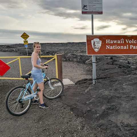 Mitarbeiterin Laura Hoffamann im HawaiÊ»i-Volcanoes-Nationalpark