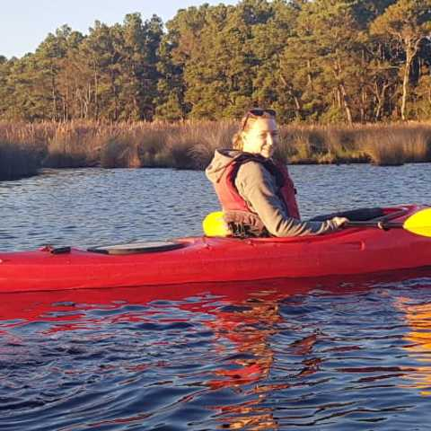 CANUSA Mitarbeiterin Lena Brüning mit dem Kayak in Outer Banks