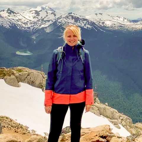 CANUSA Mitarbeiterin Anngret Rossol auf dem Whistler Mountain in British Columbia