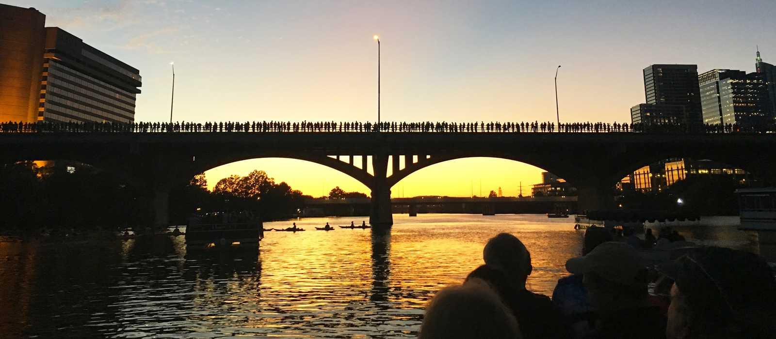 Die Congress Avenue Bridge zum Sonnenuntergang