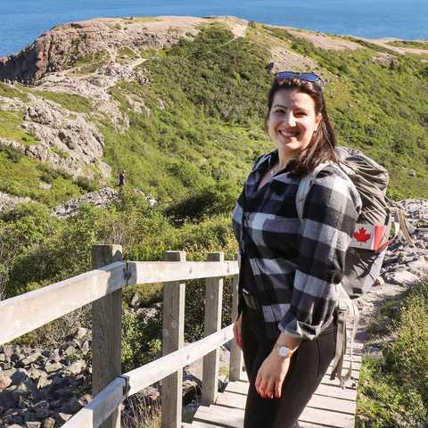 CANUSA-Mitarbeiterin Sarina Keil unterwegs auf dem Signal Hill in St.John's