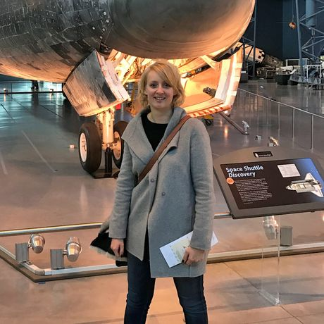 Anngret Rossol im Steven F. Udvar-Hazy Center in Chantilly