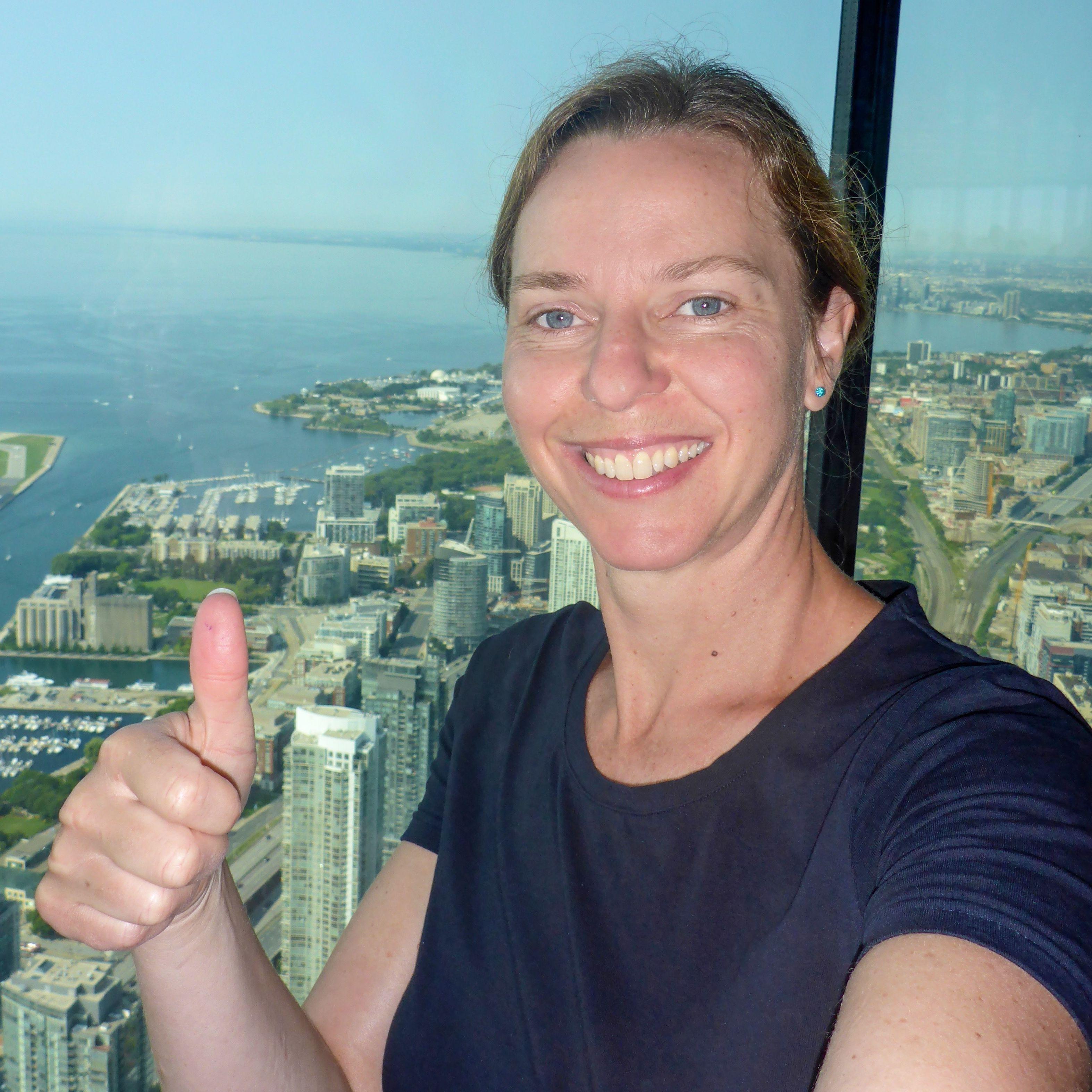 CANUSA Mitarbeiterin Antje Hauck auf dem CN Tower in Toronto