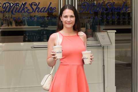Antonia Rosenkranz vor der Milkshake Factory in Pittsburgh