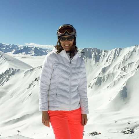 CANUSA-Mitarbeiterin Birthe Witte beim Skifahren im Revelstoke Mountain Resort