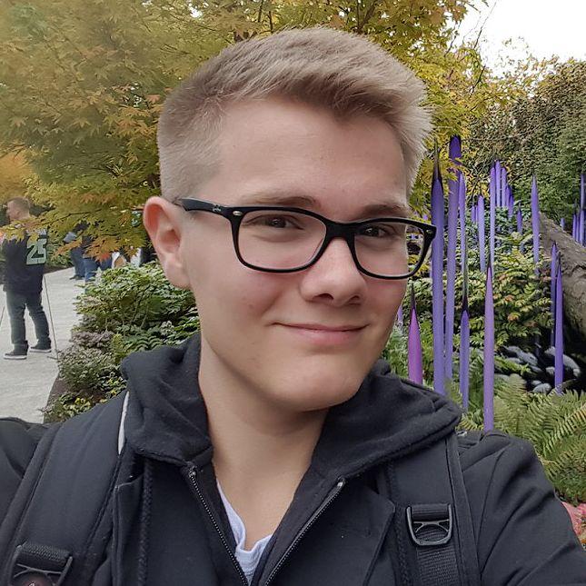 Felix bei der Chihuly Garden and Glass Ausstellung
