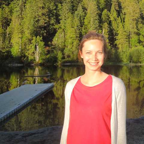CANUSA Mitarbeiterin Finja Hansen auf dem Williams Lake Campground in Revelstoke, British Columbia
