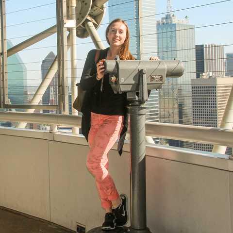 Mitarbeiterin Jessica im Dallas Reunion Tower