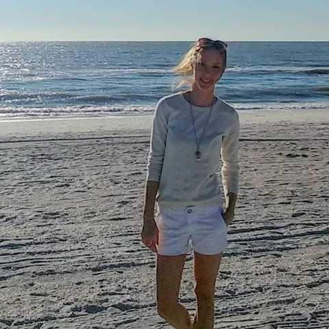 Mitarbeiterin Katharina Simon am Strand von Sarasota