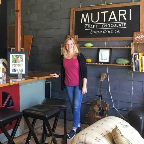 CANUSA-Mitarbeiterin Laura Hardt im Mutari Chocolate House & Factory in Santa Cruz, Kalifornien