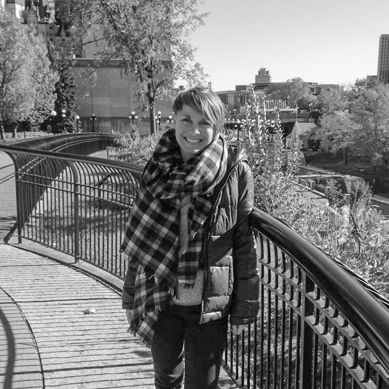Lena Weigert im Major's Hill Park in Ottawa