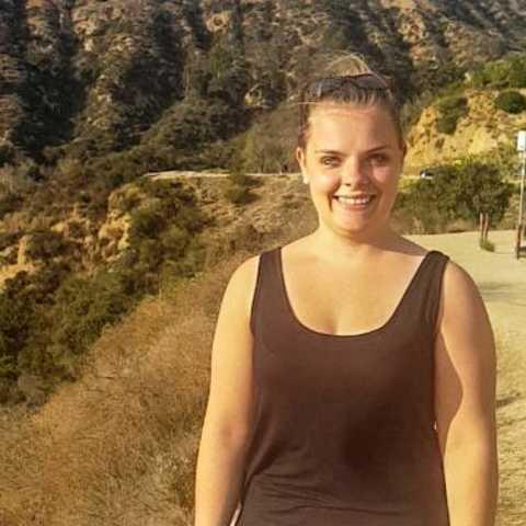 CANUSA Mitarbeiterin Lisa Rehder vor dem Hollywood Sign