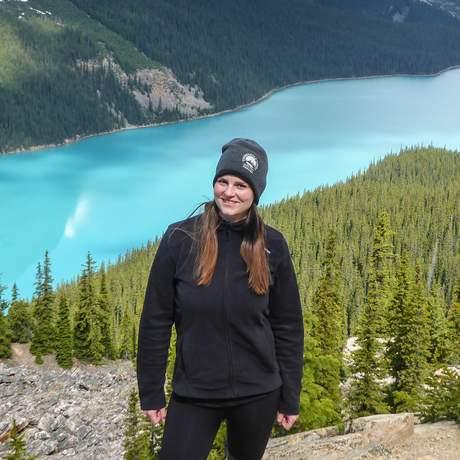 Maja Sebode vor dem Peyto Lake im Banff National Park