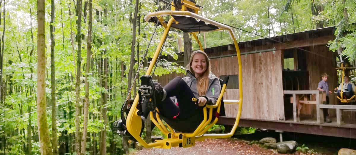CANUSA Mitarbeiterin Melanie Schubert hat Spaß auf dem Flying Bike in Sutton