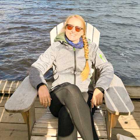 CANUSA Mitarbeiterin Melanie Schubert kam bei einem Ausflug zur Bärenbeobachtung voll auf ihre Kosten