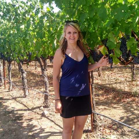 CANUSA Mitarbeiterin Nicola Somfleth in einem Weinanbaugebiet in der Kalifornischen Region Napa Valley