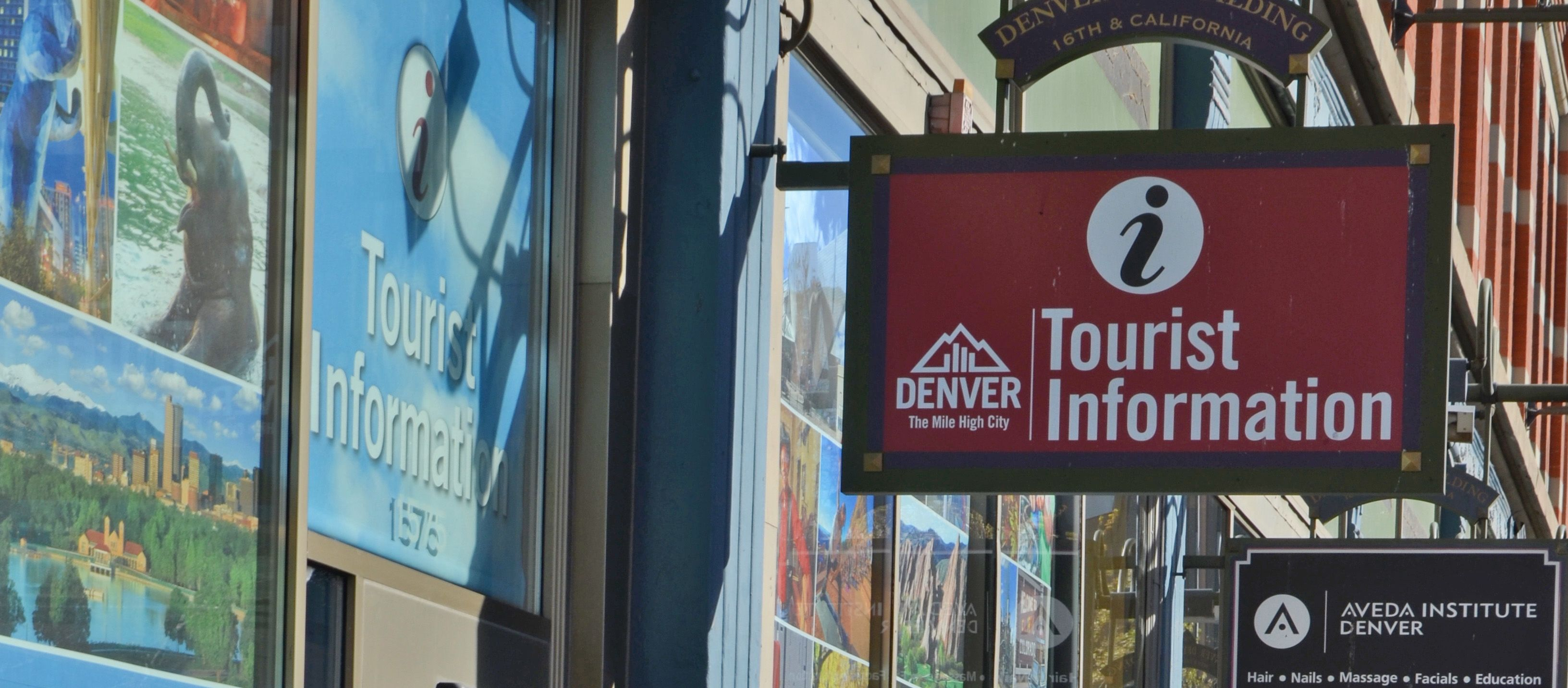 Sabrina vor dem Touristeninformationscenter in Denver, Colorado