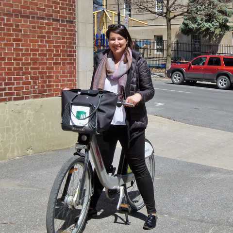 Sarina Keil unterwegs mit dem Bixi Bike durch Montréal, Quebec