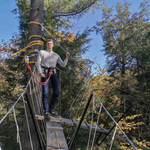 CANUSA-Mitarbeiter Tobias Kosinski auf einer Canopy Tour im Haliburton Forest & Wild Life Reserve, Ontario