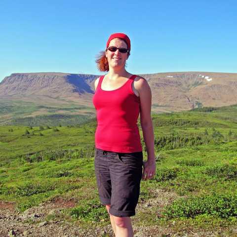 Wiebke in den Tablelands, Grosmorne National Park