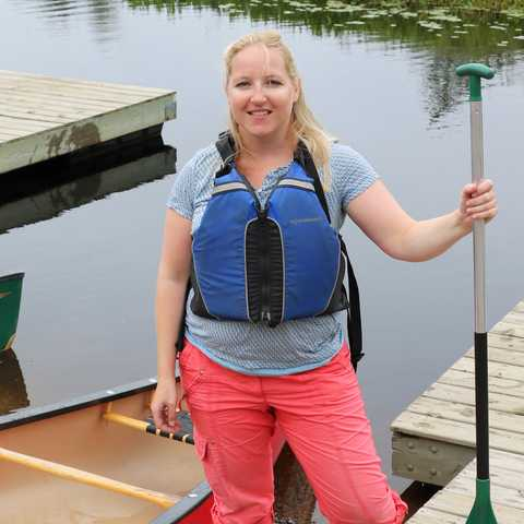 Sandra am Kejimkujik Lake, Nova Scotia