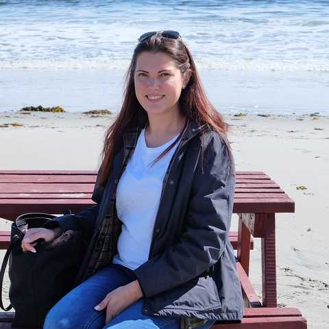 Marie Kipp am Sandy Cove Beach in Eastport, Neufundland