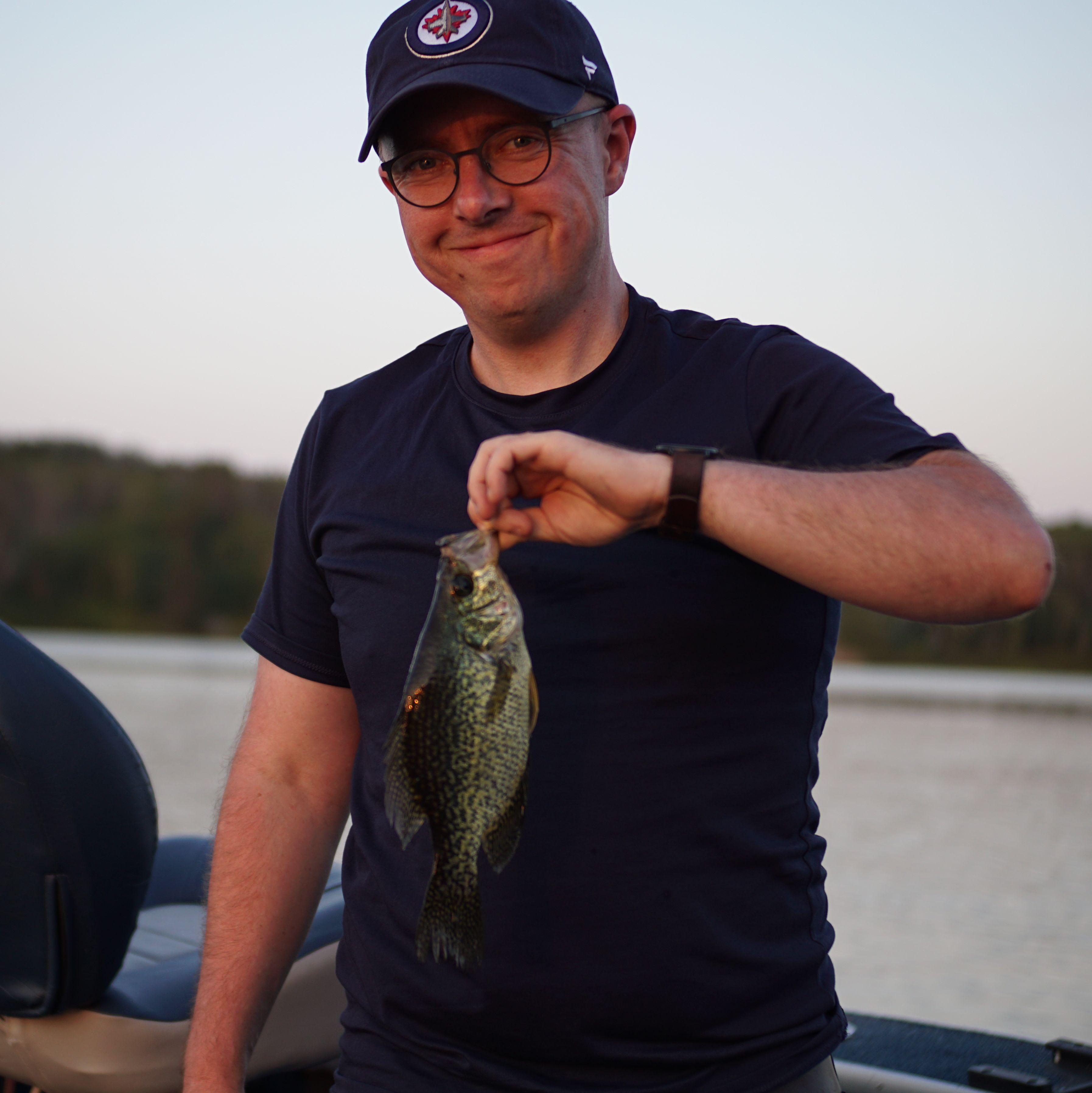 Mitarbeiter Michael Nowicki beim Angelausflug am Caddy Lake in Manitoba