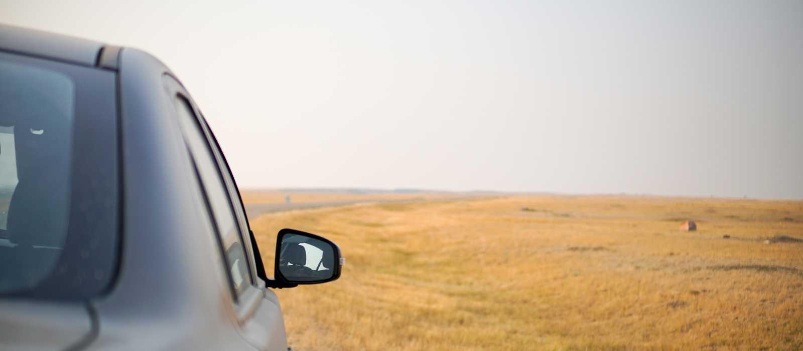 Mit dem Auto durch den Grasslands Nationalpark in Saskatchewan