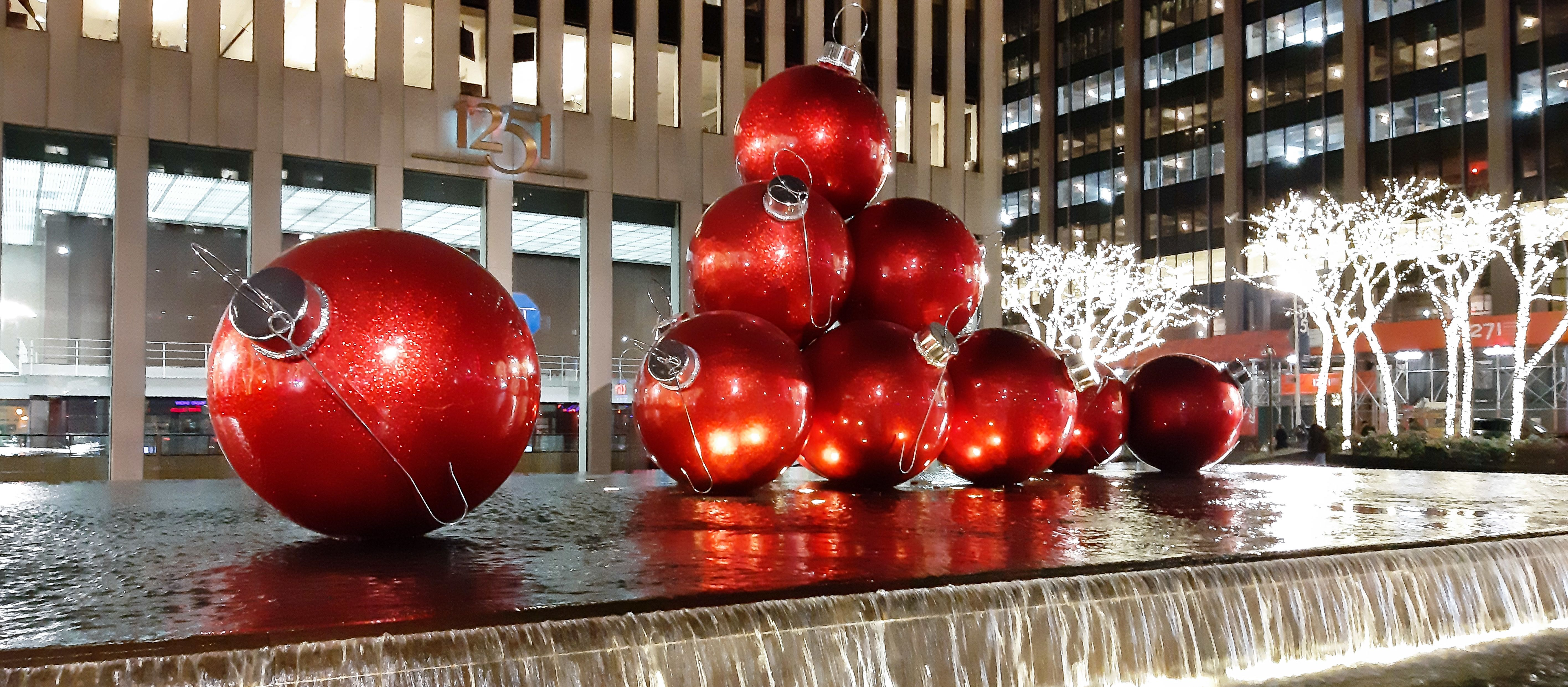 Weihnachtlich dekoriert in der 6th Avenue in New York City