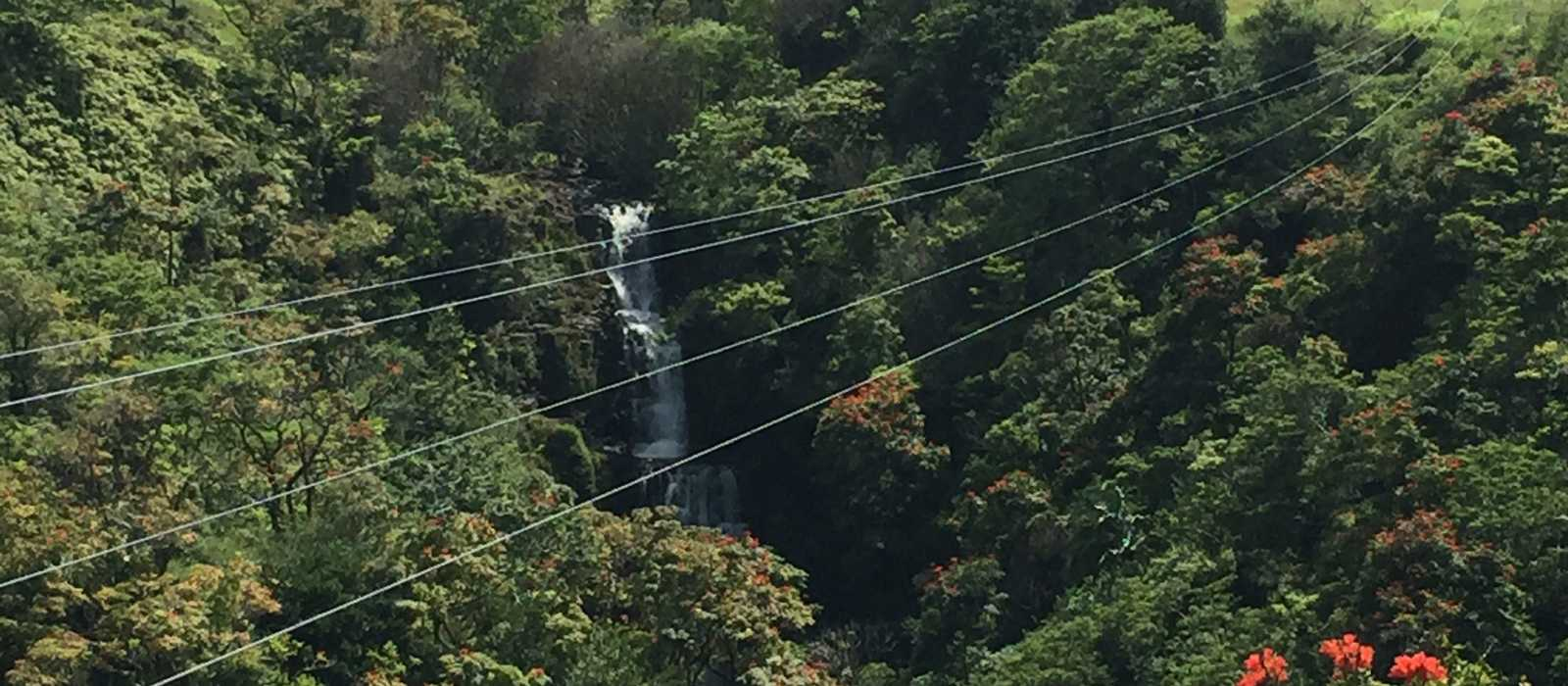 Zip-Lining über den Kamaee Falls