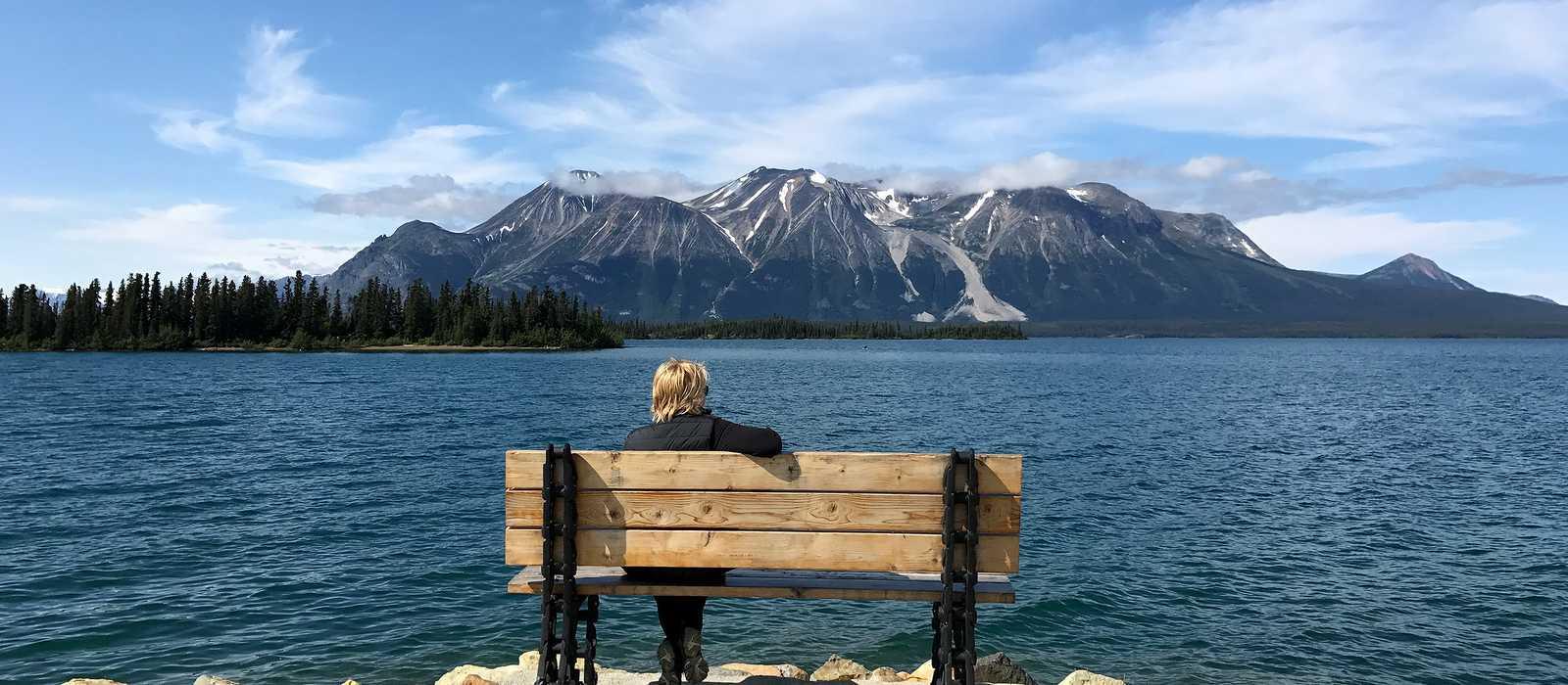 CANUSA Mitarbeiterin Anngret Rossol am Atlin Lake, Britisch Kolumbien
