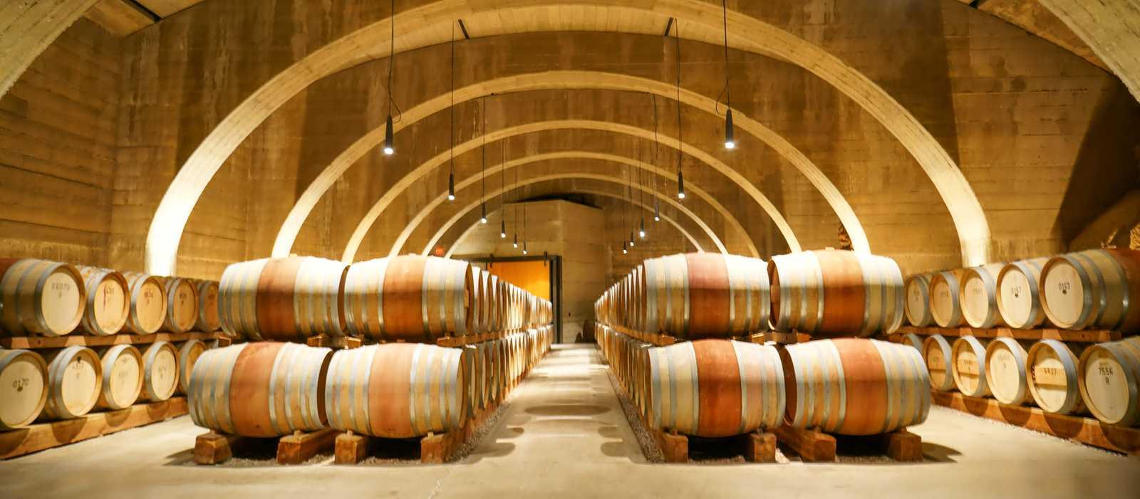 Eine Lagerhalle der Mission Hill Winery in West Kelowna in British Columbia