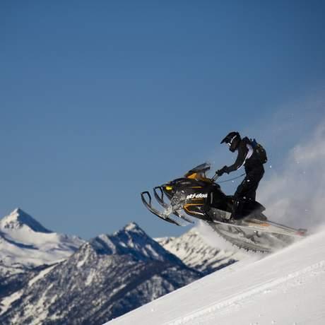 Snow Fun Excursion in Revelstoke, British-Columbia